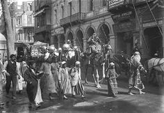 Hype bride through the streets of lockup on beauty in 1912