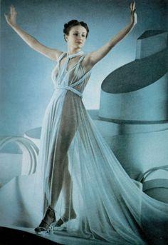 Vogue, 1945. Photo by Erwin Blumenfeld.
