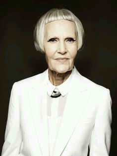 Jean Woods from Fabulous Fashionista - one of the models at the model agency 'Mrs Robinson Management'. Stylish Older Women, Older Women Fashion, Thats Not My Age, Older Models, Advanced Style, Ageless Beauty, Grunge Hair, Aging Gracefully, White Hair