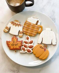 Crazy Cookies, Fall Cookies, Iced Cookies, Cookies Et Biscuits, Halloween Cookie Recipes, Halloween Sugar Cookies, Halloween Treats, Pagan Halloween, Thanksgiving Cookies