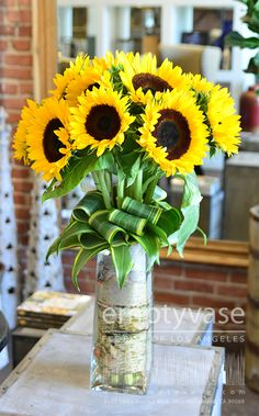 Local Florist & Flower Shop West Hollywood CA Sunflower Arrangements, Sunflower Bouquets, Beautiful Flower Arrangements, Floral Bouquets, Floral Arrangements, My Flower, Fresh Flowers, Flower Vases, Beautiful Flowers