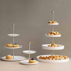Die Etageren von ASA eignen sich für eine stilvolle Tischkultur. Entscheiden Sie selbst welche kulinarischen Köstlichkeiten Sie auf dieser Etagere servieren. Egal ob Antipasti, Süssigkeiten, Gebäck, Cupcakes oder eine herzhafte Käseplatte - auf der Etagere von ASA lassen sich alle Dinge ansprechend und schmackhaft servieren.