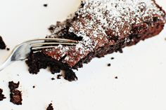 World's Best Chocolate Cake * Best Chocolate Cake, Baking Recipes, Tea Party, Beverages, Meat, Desserts, Food, Choco Pie, Food And Drinks