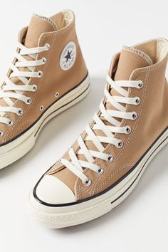 Cute Sneakers, High Top Sneakers, Shoes Sneakers, Converse Shoes Outfit, High Top Converse, Brown High Top Vans, Shoes High Tops, Brown Sneakers, Canvas Sneakers