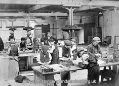 1911 Children packing tea at Butlers Wharf, London. From 1921 children had to be at least 12 years old before they could work full-time, though some of these boys look younger. They appear to be labelling tins of tea Old Pictures, Old Photos, Vintage Photos, Victorian Photos, London Pictures, Vintage London, Old London, East London, London History