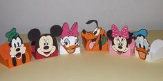 Forminha de doces da Turma do Mickey Feita em papel 180grs, todo trabalho feito em colagem sem impressão. feito sob encomenda Quantidade mínima 30 unidades POR FAVOR , CONSULTAR VALORES REFERENTES A PEDIDOS ABAIXO DA QUANTIDADE MÍNIMA R$ 1,45 Mickey Mouse Clubhouse Birthday Party, Mickey Party, Mickey Mouse Birthday, 2nd Birthday, Wallpaper Do Mickey Mouse, Mikey Mouse, Daisy Duck, Baby Disney, Birthday Party Decorations