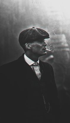 37 best Tommy Shelby Wallpaper pictures in the best available resolution. Peaky Blinders Saison, Peaky Blinders Tv Series, Peaky Blinders Poster, Peaky Blinders Wallpaper, Peaky Blinders Quotes, Peaky Blinders Tommy Shelby, Peaky Blinders Thomas, Cillian Murphy Peaky Blinders, Estilo Gangster