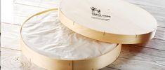 Baron Bigod es una crema, queso blanco florido-corteza y sólo Brie granja leche cruda del Reino Unido hecha por Jonathan y Dulcie Crickmore en Bungay, Suffolk, Inglaterra. Está hecho con leche no pasteurizada de vacas rojas y blancas que pastan Montbeliarde los exuberantes pantanos de Stow Fen. El queso se coló solamente con la mano y envejecido durante un máximo de 8 semanas en un entorno natural, como una cueva.
