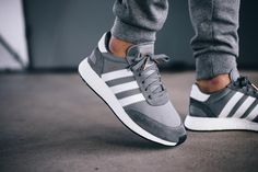 Adidas Shoes OFF! Stylish adidas grey sneakers with tracksuit bottoms. Addidas Sneakers, Sneakers Mode, Grey Sneakers, Sneakers Fashion, Fashion Shoes, Grey Trainers, Cute Shoes, Women's Shoes, Me Too Shoes