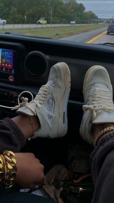 Dr Shoes, Swag Shoes, Nike Air Shoes, Hype Shoes, Me Too Shoes, Jordan Shoes Girls, Girls Shoes, Nike Vintage, Sneakers Fashion