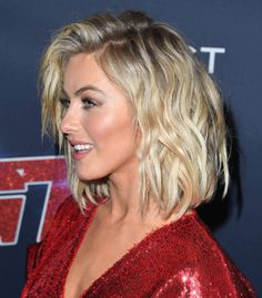 Julianne Hough Pictures and Photos - Getty Images 27 Piece Hairstyles, Pretty Hairstyles, Blonde Wavy Hair, Short Blonde, Cut My Hair, New Hair, Julianne Hough Short Hair, Short Hair Cuts, Short Hair Styles