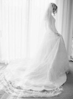 Oscar de la Renta Wedding Dress   Brides.com