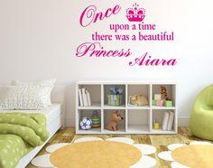 Vinilo texto decorativo frase Princess con nombre personalizado.