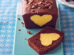 Chocolate cake with blond heart: discover the cooking recipes of Femme Actuelle Le MAG Food Truck Desserts, Cake Chocolat, Biscuit Cake, Cute Cakes, Pound Cake, Chocolate Cake, Sweet Tooth, Food And Drink, Cooking Recipes