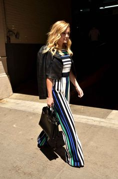 On aime beaucoup ta tenue Olivia Holt.
