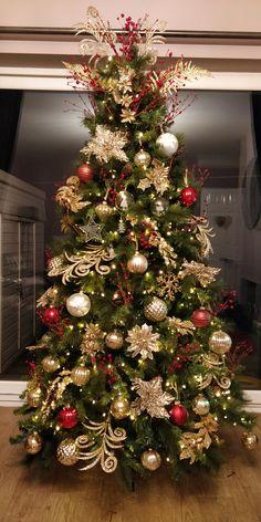 Red and gold Christmas tree Elegant Christmas Trees, Red And Gold Christmas Tree, Large Christmas Tree, Gold Christmas Decorations, Christmas Tree Design, Christmas Tree Themes, Christmas Tree Toppers, Xmas Tree, Christmas Wreaths