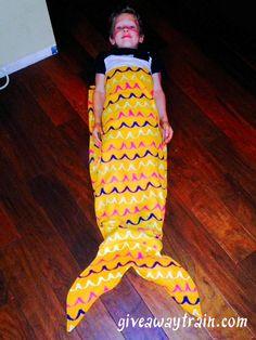 A mermaid tail sleeping bag!! SUPER cute DIY!