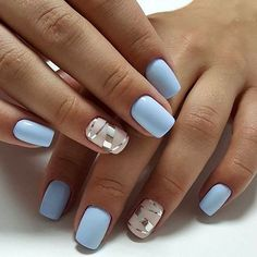 False nails have the advantage of offering a manicure worthy of the most advanced backstage and to hold longer than a simple nail polish. The problem is how to remove them without damaging your nails. Light Colored Nails, Light Blue Nails, Light Blue Nail Designs, Pastel Blue Nails, Nail Art Blue, Accent Nail Designs, Prom Nails, My Nails, Blue Shellac Nails