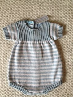 Discover thousands of images about Um dia vai dar-lhe para isto - A Pipoca mais dois: Baby Knitting Patterns, Knitting For Kids, Baby Patterns, Knitted Baby Clothes, Knitted Romper, Tricot Baby, Romper Suit, Romper Pattern, Baby Pants