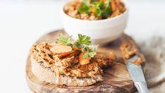 Pro milovníky sardinek je tato pomazánka opravdu výživnou alternativou zdravé snídaně. Camembert Cheese, Recipies, Dairy, Healthy Recipes, Fresh, Cooking, Food, Essen, Recipes