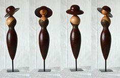 Cette figurine a été tourné artisanalement dans mon petit atelier et bien sur comme tout mes objets c'est une pièce unique. La décoration est brulé, peinte et pyrogravé. L - 18390284