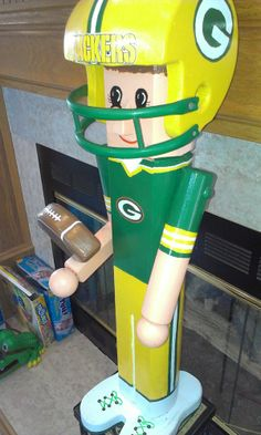,,,,,,,,,,,,,, GREEN BAY PACKERS ROGERS ,  OVER 2 FT TALL GREEN BAY PACKER WOOD,