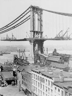 Building of the Brooklyn Bridge