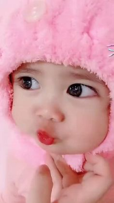 Cute Baby Girl Photos, Cute Little Baby Girl, Cute Kids Pics, Cute Baby Dolls, Cute Baby Pictures, Cute Funny Baby Videos, Cute Funny Babies, Cute Babies Pics, Cute Baby Smile