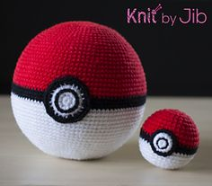 """PokeBall (2"""" and 5"""") - free crochet pattern by Jib Thitiporn."""