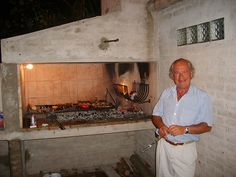 Cooking out is so popular that almost all houses in Uruguay and Argentina are equipped with a full outdoor grill. Meat is the food of choice, but they do grill vegetables too. Outdoor Barbeque, Outdoor Oven, Barbecue Grill, Outdoor Cooking, Grilling, Fire Cooking, Cooking On The Grill, Parilla Grill, Parrilla Exterior