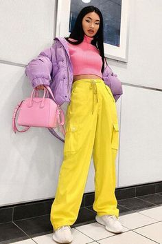 minus the jacket and in a different color palette (yellow and pink scare me) Hipster Outfits, Mode Outfits, Retro Outfits, Trendy Outfits, Vintage Outfits, Fashion Outfits, Neon Outfits, Batman Outfits, Dress Outfits