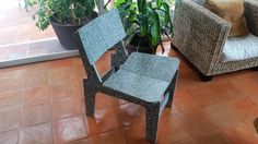 silla de plastico reciclado Recycled Plastic Furniture, Accent Chairs, Dining Chairs, Home Decor, Plastic Patio Furniture, Plastic Chairs, Bedroom Cabinets, Yurts, Upcycling
