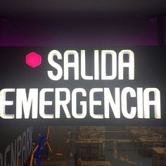 Rótulo luminoso corporativo - Salida de emergencia