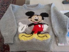 Anneke Heusdens' Aunt Louisa knitted this Mickey Mouse jersey from a vintage Your Family pattern!