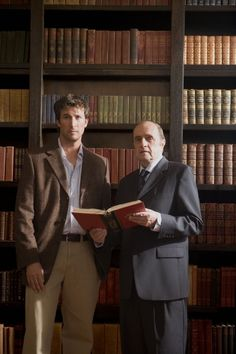 Noah Wyle and Bob Newhart in The Librarian: Return to King Solomon's Mines Dc Movies, Movie Tv, Family Movies, Films, Flynn Carsen, King Solomon's Mines, John Kim, Noah Wyle, Beautiful Library
