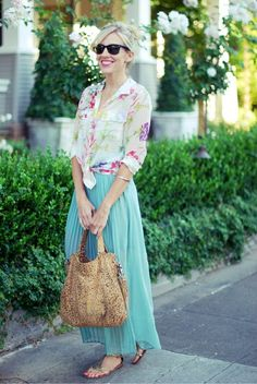 Pastels and florals look so sweet together - and I love how the flat sandals and cool shades give the outfit a down to earth feel.