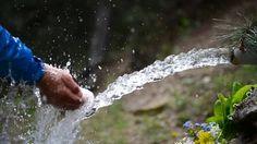 doğal kaynak suyu içmek