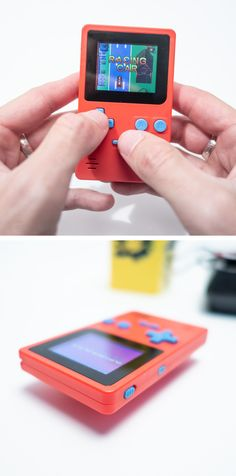 Retro Mini-Spielekonsole im Gameboy-Style, die über 150 Spieleklassiker wieder aufleben lässt. Ein Must-Have sowie geniales Geschenk für alle Geeks und Nerds: Die knallrote Retro Spielekonsole mit unzähligen 8bit-Spielen Von Tic Tac Toe über Connect Four bis zu Ich-schieße-irgendwas-ab. Mit einem Wort: Grandios. Tic Tac Toe, Retro, Geeks, Mp3 Player, Mini, Race Cars, Connect, Playing Games, Christmas Presents
