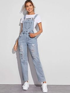 Denim Overalls Outfit, Denim Jumpsuit, Ripped Denim, Retro Outfits, Trendy Outfits, Jean Overall Outfits, Denim Fashion, Fashion Outfits, Tumblr Outfits