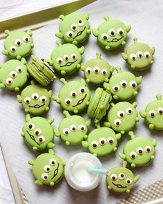 Instagram 上的 Michelle Lu 🍡:「 Happy Friyay with Little Green Men matcha macarons!!! Tag a friend who'd love these! 🚀 ⠀⠀⠀⠀⠀⠀⠀⠀⠀⠀⠀⠀⠀⠀⠀⠀⠀⠀⠀⠀⠀⠀⠀⠀⠀⠀⠀… 」