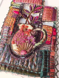 Creative Embroidery, Embroidery Art, Cross Stitch Embroidery, Machine Embroidery, Flower Embroidery, Textile Fiber Art, Fabric Pictures, Creative Crafts, Fabric Art
