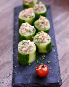 Bites of cucumber with crab - Marmiton cooking recipe: a recipe Food Healthy Cooking, Healthy Snacks, Healthy Recipes, Tapas, Beef Recipes, Cooking Recipes, Eating Light, Snacks Für Party, Appetisers