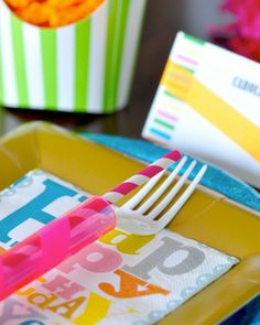 Shake My Blog | Une table d'anniversaire fluo