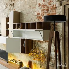 İster klasik mobilyalarınızla kombinleyin ister modern mobilyalarınızla. Paro Lambader uyum sağlar, baktırır, aydınlatır.