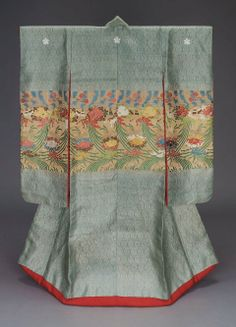 Long-sleeved outer robe (uchikake), 1800-1867, Japan,   This robe would have been worn by a woman of a high-ranking samurai family.