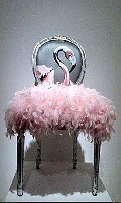 DIY Pink Flamingo Home And Yard Decor - Just Pink About It - Pink Flamingo DIY home and yard decor ideas and inspiration. Cheer up your home with Pink Flamingo decor with these fun DIY flamingo projects. Find inspiration for fun flamingo decor. Funky Furniture, Upcycled Furniture, Unique Furniture, Furniture Makeover, Painted Furniture, Chair Makeover, Painted Dressers, French Furniture, Furniture Online