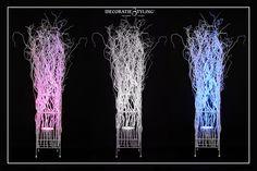 Licht zuil gemaakt met witte decoratietakken en LED verlichting verschillende kleuren, door Decoratiestyling. www.decoratiestyling.nl Neon Signs
