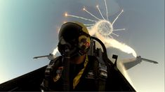 Funny pictures about Epic Pilot Selfie. Oh, and cool pics about Epic Pilot Selfie. Also, Epic Pilot Selfie photos. Selfies, Cool Pictures, Cool Photos, Funny Pictures, Random Pictures, Fighter Pilot, Fighter Jets, F 16 Falcon, Belle France