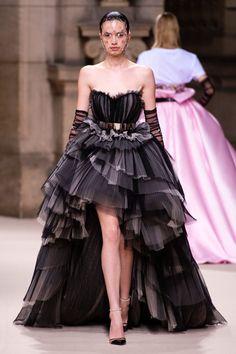 Galia Lahav at Couture Fall 2018 - Runway Photos Fashion Week, Runway Fashion, High Fashion, Fashion Show, Fashion Design, Steampunk Fashion, Gothic Fashion, Victorian Fashion, Fashion Fashion