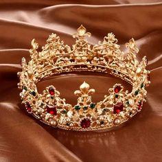 Cute Jewelry, Hair Jewelry, Wedding Jewelry, Gold Wedding Crowns, Crown Aesthetic, Crystal Crown, Gold Crown, Crown Jewels, Bridal Tiara